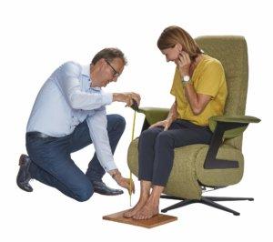 Het aanmeten van een sta op stoel in Hilversum